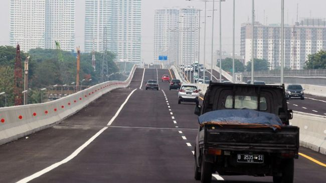 Perjalanan dimulai dari akses masuk jalan tol layang Japek II di Simpang Susun Cikunir, tepatnya di KM 10 tol Japek.