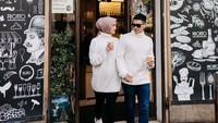 Dalam beberapa foto yang diunggah, Citra dan Rezky kompak mengenakan <em>couple look</em>. (Foto: Instagram @thereal_rezkyadhitya)