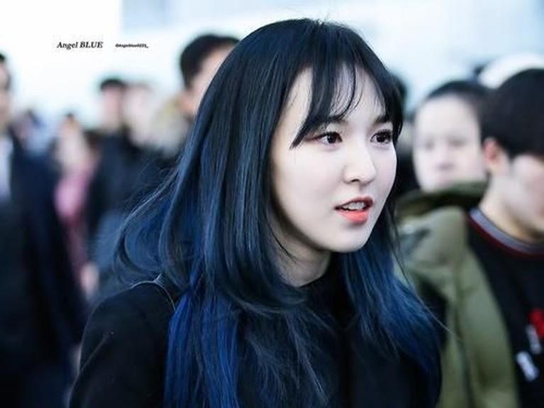 Pada tahun 2016 lalu Wendy Red Velvet sempat membuat penggemar heboh saat mengubah gaya rambutnya menjadi biru. Banyak yang memuninya seperti seorang putri duyung.
