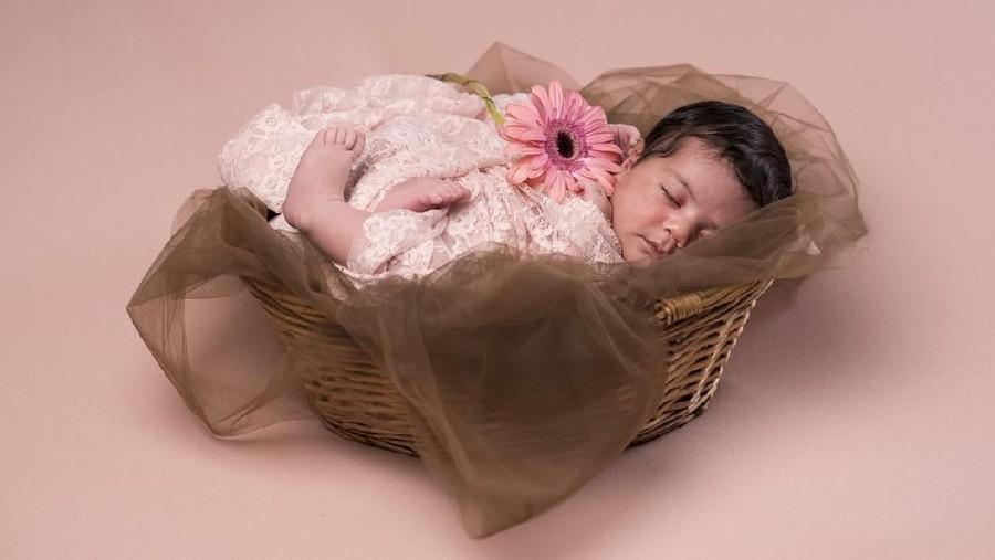 25 Inspirasi Nama Bayi Perempuan Awalan L Bermakna Bersinar