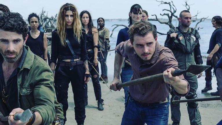 Untuk mendalami perannya, para Walkers sampai harus ke sekolah zombie untuk mengetahui cara berjalan hingga bergerak demi mendapatkan perannya sebagai orang mati.