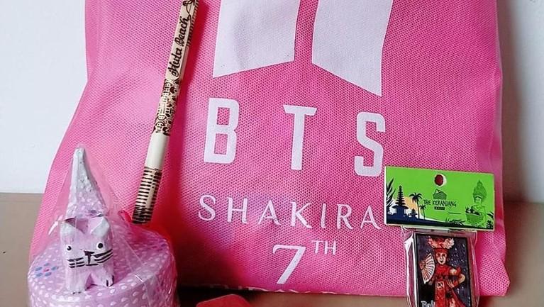 Tujuh potret kemeriahan pesta ulang tahun anak Denada, Shakira Aurum, yang bertemakan grup idol asal Korea Selatan, BTS.
