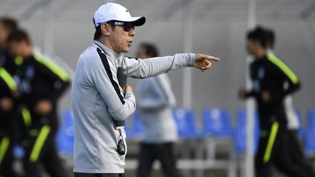 Pelatih asal Korea Selatan, Shin Tae Yong memberikan sinyal Timnas Indonesia harus siap main bertahan.