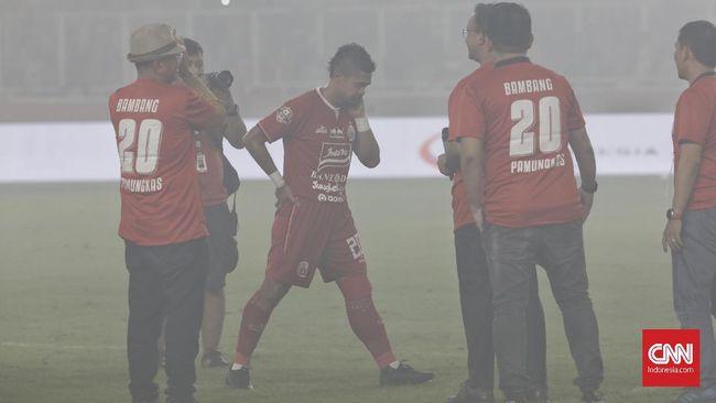 Striker Persija Jakarta, Bambang Pamungkas resmi pensiun dari dunia sepak bola.