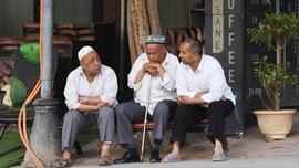 Etnis Uighur di China Diduga Dipaksa Buat Masker saat Pandemi