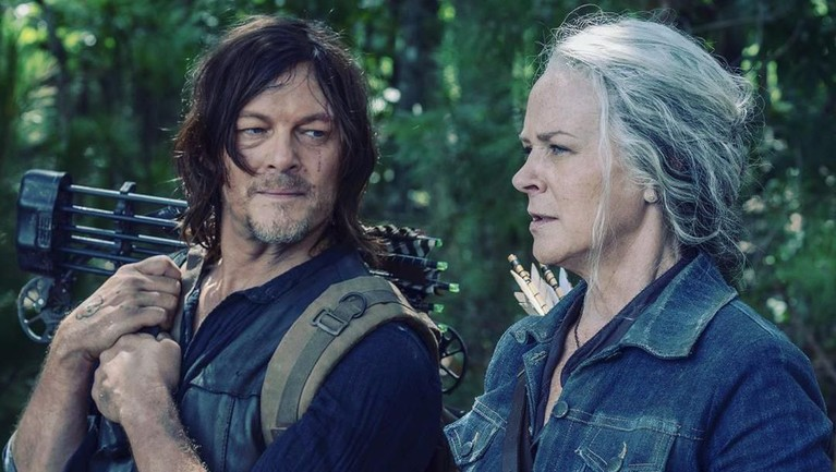Kesuksesan yang diraih membuat The Walking Dead berhasil mendapatkan skor tinggi di Rotten Tomatoes. Tercatat serial itu meraih skor tertinggi 91 persen di Season 9 dan 10 sementara 64 persen di Season 8.