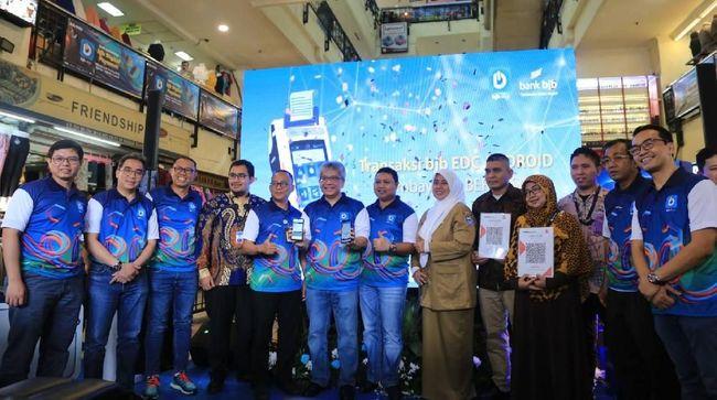 PT Bank Pembangunan Daerah Jawa Barat & Banten Tbk (Bank BJB) mulai uji coba QRIS alias Quick Response Code Indonesian Standard.