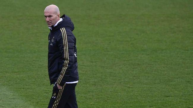 Mayoritas suporter Real Madrid masih percaya kepemimpinan pelatih Zinedine Zidane di Los Blancos.