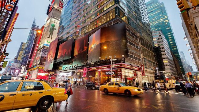 Tak cuma yellow cabs di New York atau black cabs di London. Ada banyak taksi unik nan ikonik di penjuru dunia.