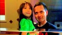 <p>Menjadi satu-satunya anak perempuan, sejak kecil Zee dekat banget dengan sang ayah. (Foto: Instagram @superfadli)</p>