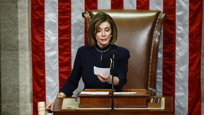 Nama Nancy Pelosi semakin dikenal setelah memakzulkan Presiden Amerika Serikat Donald Trump di DPR.