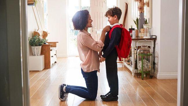 Di tengah pandemi covid-19, pembukaan sekolah untuk pembelajaran tatap muka mengundang pro dan kontra dari para orangtua. Apa yang harus diajarkan pada anak?