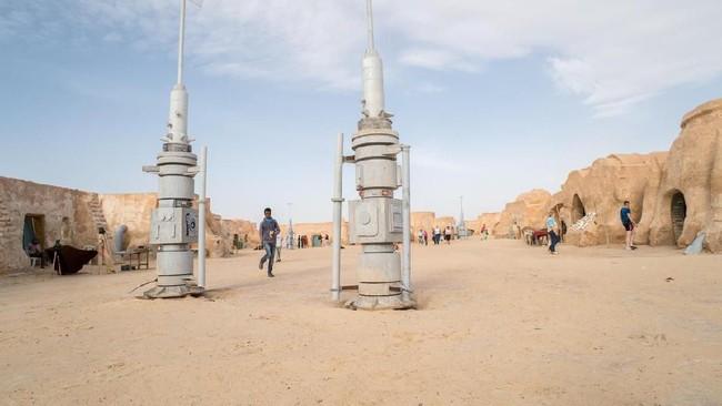Tak hanya cerita menarik, pengambilan gambar film Star Wars juga dipuji karena berlokasi syuting di destinasi wisata berpemandangan indah.