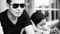 <p>Di foto hitam putih ini, kira-kira ayah Fadli dan Zee lagi ngapain ya, Bunda? (Foto: Instagram @superfadli)</p>