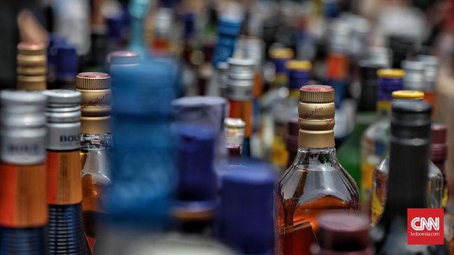 PA 212 meminta Wakil Presiden Ma'ruf Amin bertindak atas izin investiasi untuk sektor minuman keras (miras) yang tertuang dalam Perpres 10/2021.