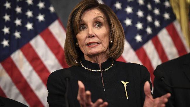 Di tengah kontroversi pemakzulan Donald Trump sebagai Presiden AS, juru bicara DPR AS Nancy Pelosi justru bersinar karena bros yang dipakainya.