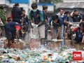 FOTO: 14,7 Ribu Botol Miras Ilegal Dimusnahkan