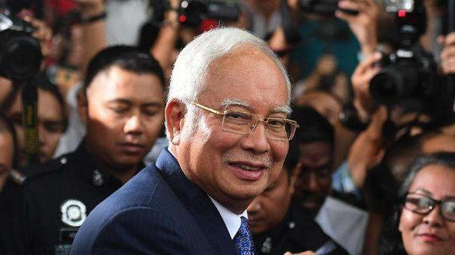 Mantan PM Malaysia, Najib Razak, di ambang pailit setelah diduga gagal membayar pajak lebih dari US$400 juta (Rp5,7 triliun).