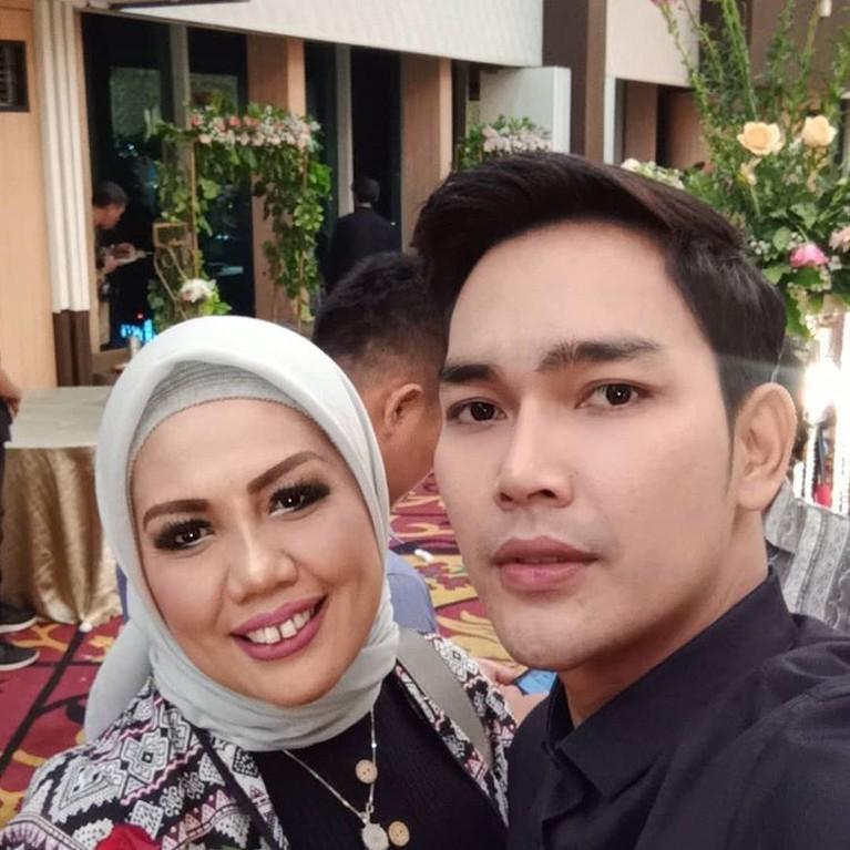 Di penghujung tahun 2019, Ely Sugigi memutuskan untuk mengubah penampilannya. Ia mengubah bentuk giginya dengan melakukan perawatan potong gigi.