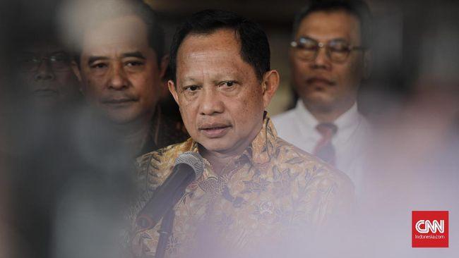 Mendagri Tito Karnavian memberikan keteranagan di Kementrian Dalam Negeri. Jakarta, Jumat, 20 Desember 2019. CNNIndonesia/Adhi Wicaksono.