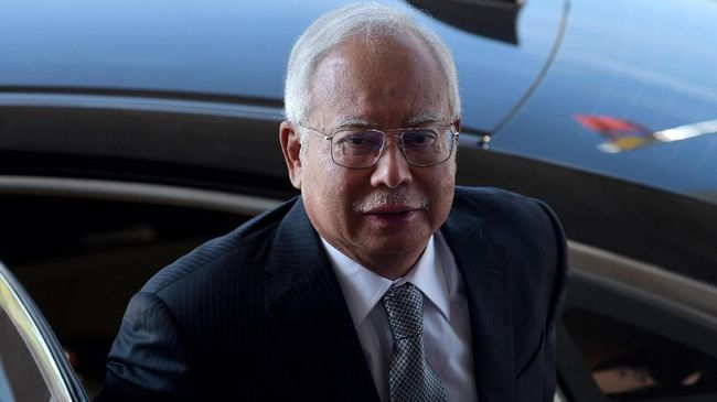 Hakim Pengadilan Tinggi Kuala Lumpur memvonis mantan PM Malaysia, Najib Razak, 12 tahun penjara setelah terbukti korupsi 1MDB.