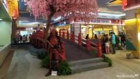 <p>Jembatan dan pohon sakura di sini menambah suasana seperti di Jepang ya, Bunda. (Foto: Yuni Ayu Amida)</p>