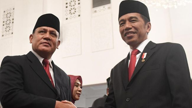 Dalih sopan santun ketatanegaraan dari Joko Widodo dalam hal kisruh TWK KPK dinilai sebagai bentuk lari dari tanggung jawab seorang pemimpin pemerintahan.