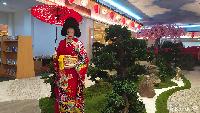 <p>Transpark Mall Bintaro ini mengusung konsep budaya Jepang lho, Bunda. (Foto: Yuni Ayu Amida)</p>