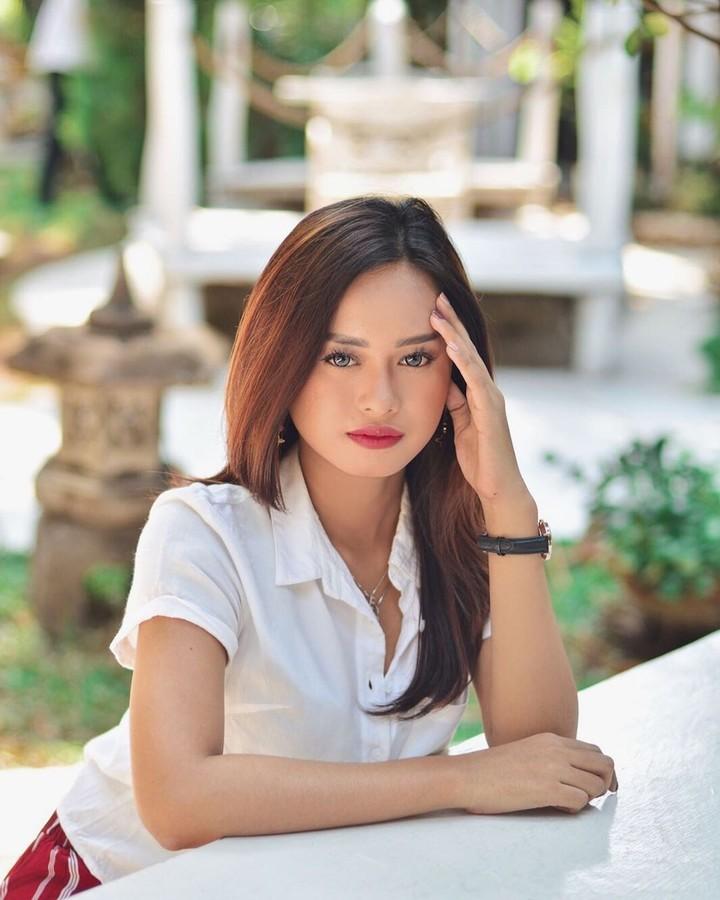 Pernah dikabarkan berseteru dengan ibunya, Elly Sugigi, berikut 7 potret cantik Ulfi Damayanti yang kerap membagikan foto-foto cantiknya di media sosial.