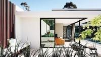 Home Industry Standard Design (HomeISD) mengumpulkan foto-foto rumah minimalis terbaik. Rumah yang pertama yakni rumah tanpa banyak menggunakan dinding.