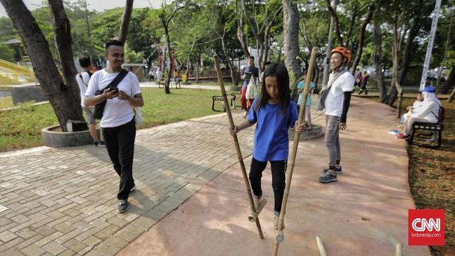 Ruang Terbuka Hijau Utan Kemayoran diperkenalkan kepada warga Jakarta hari ini. Dengan luas 22,3 hektare, tempat ini menawarkan berbagai fasilitas wisata alam.