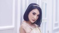 Saat ini, Kiki Amalia menekuni dunia DJ, Bun. Meski profesi tersebut identik dengan kesan seksi, mantan pacar Wakil Bupati Bandung Barat, Hengky Kurniawan ini tak mau dilihat hanya dari penampilan luarnya. (Foto: Instagram @kikiamaliaworld)