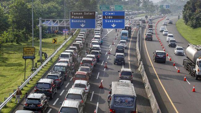 Polres Bogor akan memberlakukan sistem satu arah di Puncak selama libur Natal dan Tahun Baru pada pagi dan siang hari untuk mengatasi kepadatan arus kendaraan.