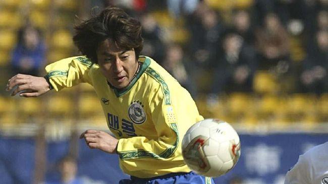 Kiper Persib Bandung di era 1990-an, Anwar Sanusi, kaget mengetahui calon pelatih Timnas Indonesia Shin Tae Yong pernah membobol gawang Maung Bandung.