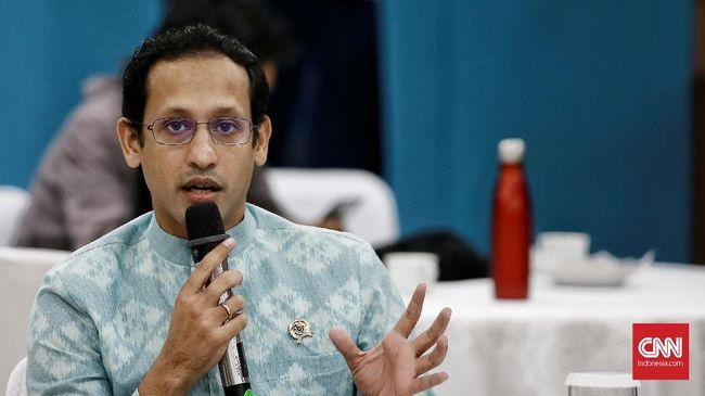 Anggota DPR dari PKS, ledia Hanifah kurang berkenan dengan sikap Nadiem yang kerap menggunakan istilah asing dalam rapat kerja bersama komisi X DPR.