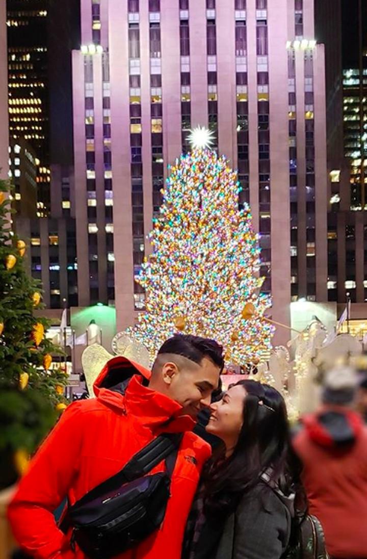 Pasangan selebriti Asmirandah dan Jonas Rivanno menghabiskan liburan menyambut Natal di New York, Amerika Serikat. Intip yuk deretan potret mesra mereka.