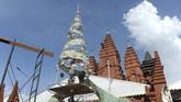 Pohon Natal tak melulu berbentuk pohon berhias lampu dan lonceng. Sejumlah kelompok masyarakat dari berbagai daerah membuat pohon Natal unik.