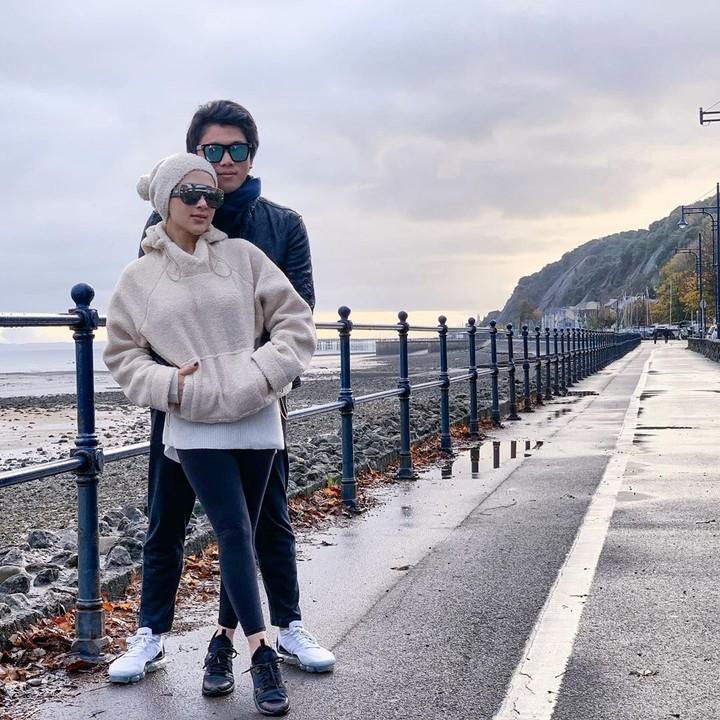 Pasangan romantis, Syahrini dan Reino Barack sedang menikmati liburan akhir tahun di London, Inggris. Syahrini pun berbagi momen kebahagiaan di Instagram.