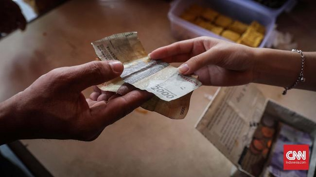 BI mencatat ada pergeseran pola transaksi pembayaran dari nontunai ke tunai pada kuartal IV 2020. Pergerseran menunjukkan ekonomi yang tertekan corona membaik.