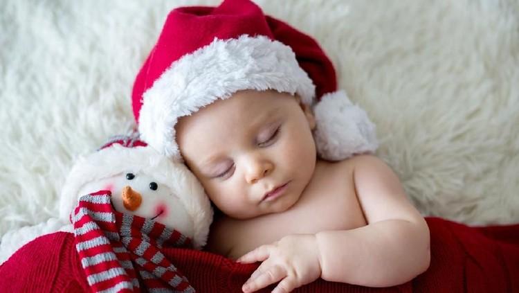 Bunda akan menyambut kehadiran bayi perempuan di bulan Desember ini? Kalau sedang bingung cari nama bayi, cek deh inspirasi nama bayi bertema Natal berikut.