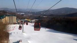 Main Salju di Perbatasan Rusia dan Korea Utara