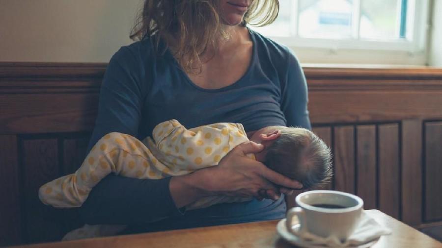 Ibu Menyusui Mau Minum Kopi? Simak Dulu Aturan Berikut