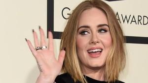Gaya Baru Adele Jadi Sorotan saat Sanjung Beyonce