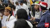 Jemaat GKI Yasmin Bogor dan HKBP Filadelfia Bekasi mengikuti perayaan Natal di seberang Istana Merdeka, Jakarta, Rabu (25/12).