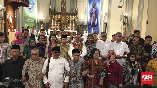 Sejumlah komunitas Islam hadir dalam perayaan Natal 2019 di Katedral, Jakarta Pusat hari ini Rabu (25/12).