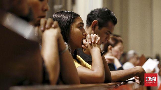 Gereja JPCC meniadakan ibadah tatap muka antisipasi penyebaran virus corona, sedangkan katedral tetap menggelar misa sekaligus streaming.