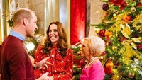 <p>Sebelum rilis foto Natal, Kate Middleton dan Pangeran William menghadiri acara Natal bersama Mary Berry. (Foto: Instagram @kensingtonroyal)</p>