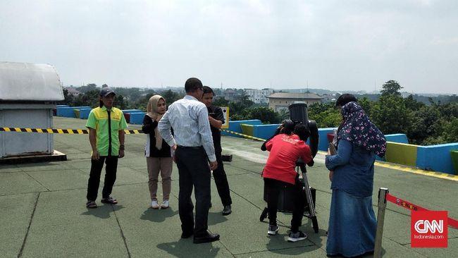 Pengunjung Taman Mini Indonesia Indah hanya perlu bayar Rp16.500 supaya bisa masuk gedung untuk menyaksikan Gerhana Matahari 26 Desember.