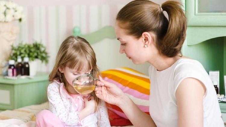Apakah anak sedang sakit flu? Jangan langsung diberikan obat berbahan kimia ya. Bunda bisa coba memberikan minuman alami ini dulu untuk meredakan flu pada anak.