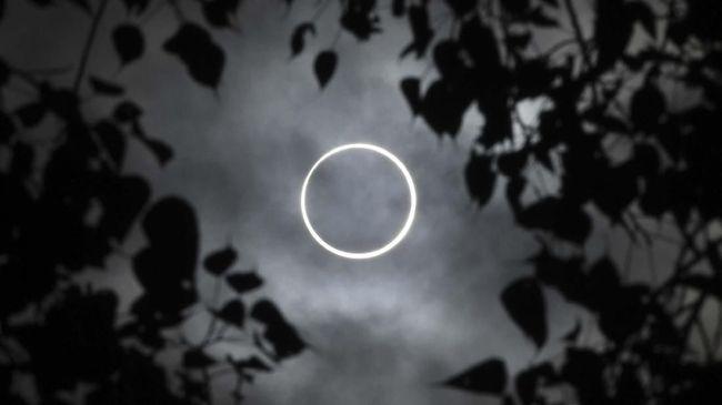 Mulai tahun 2020 hingga 2100 ada 13 fenomena gerhana matahari yang akan terjadi di Indonesia.